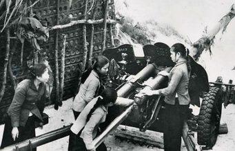 Các nữ pháo binh Ngư Thủy đã bắn trúng, bắn cháy tàu chiến của quân đội Mỹ